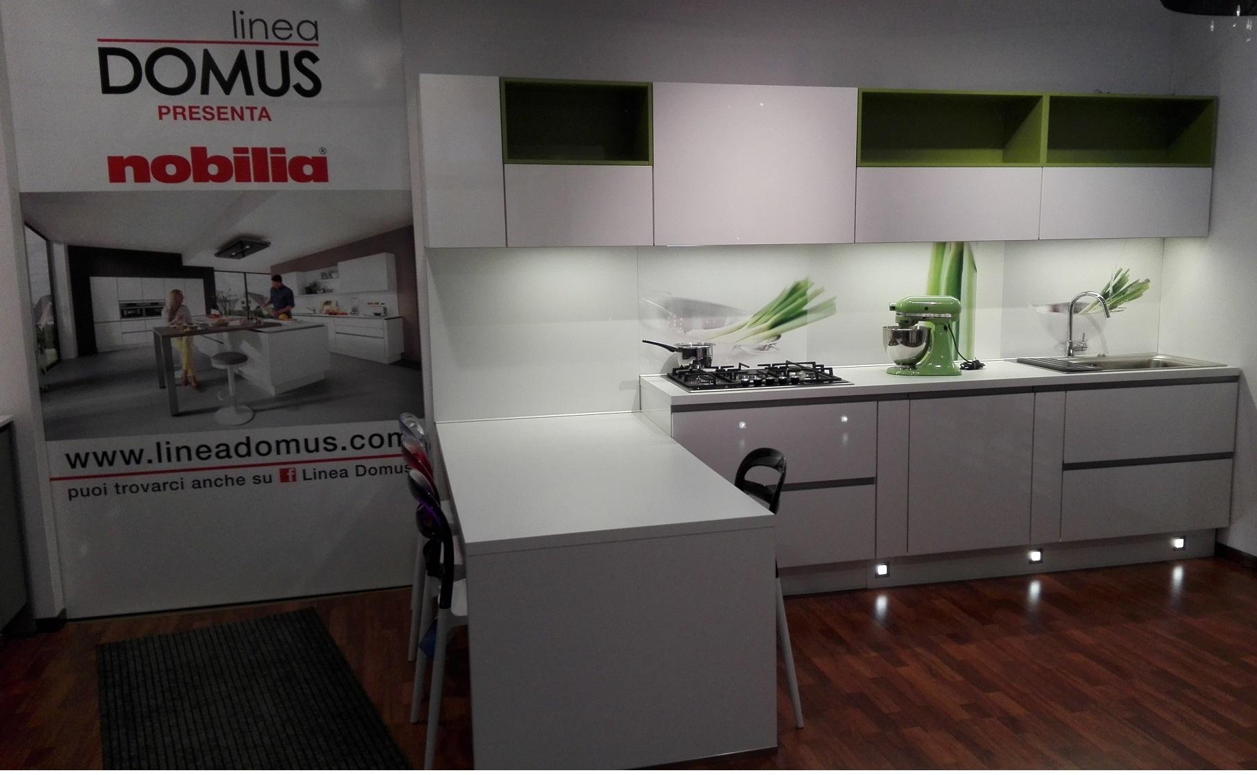 Nobilia cucina tedesca moderne 648 flash laccato bianco extralucido scontata cucine a prezzi - Cucina laccato bianco ...