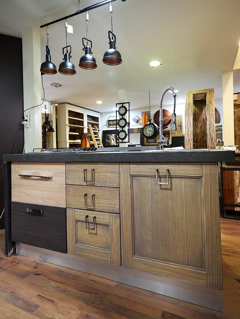 Nuovi mondi cucine cucina cucina isola modello industrial - Cucina in offerta ...