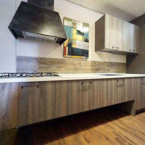 outlet Nuovi Mondi Cucine Cucina Cucina lineare moderna sospesa anta grigia e laccata bianca compresa di colonne white laccate  scontato del -44 %
