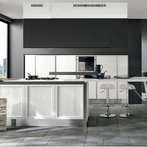 Nuovi mondi cucine cucina cucina moderna anta con maniglie for Isola cucina moderna