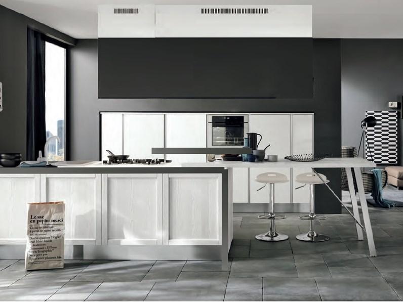 Maniglie Cucina Moderna.Nuovi Mondi Cucine Cucina Cucina Moderna Anta Con Maniglie Integrata E Isola In Offerta Nuovimondi Scontato Del 57