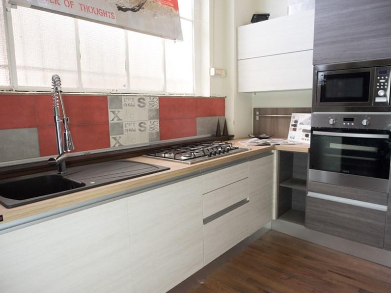 Nuovi Mondi Cucine Cucina Cucina moderna gola etno glam Laminato Materico