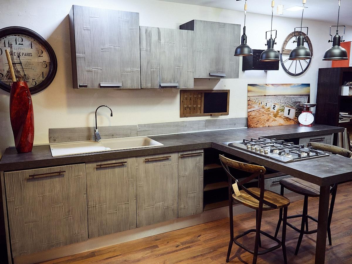 Nuovi mondi cucine cucina cucina moderna legno e bambu grey modello con penisola design in - Cucine legno moderne ...