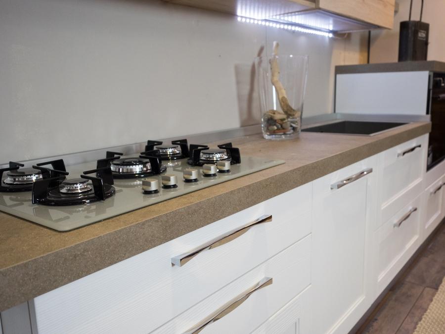 Nuovi mondi cucine cucina cucina moderna lineare etnica in legno seesham scontato del 41 - Cucina in legno moderna ...