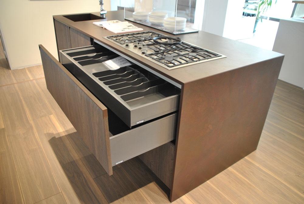 Cucina con isola del tongo gibilterra scontata cucine a - Cucina con elettrodomestici ...
