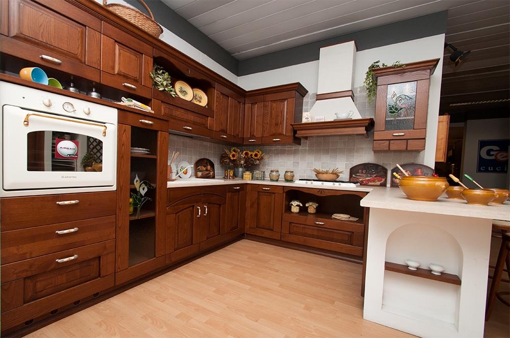 Cucina Astra Cucine Fiorenza Classica Legno noce - Cucine ...