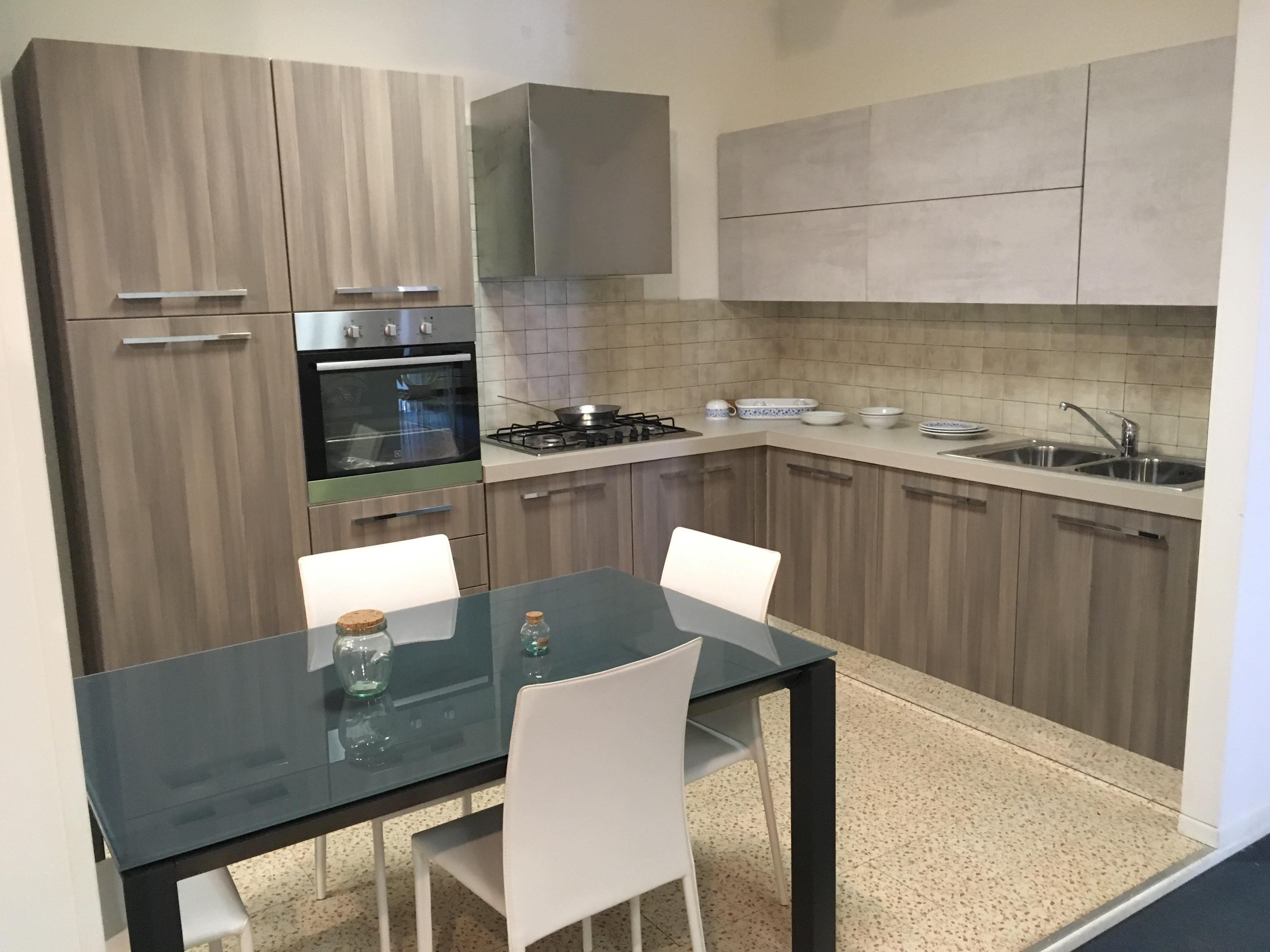 Offerta cucina ad angolo astra cucine misura 300x240cm - Mobile angolo cucina ...