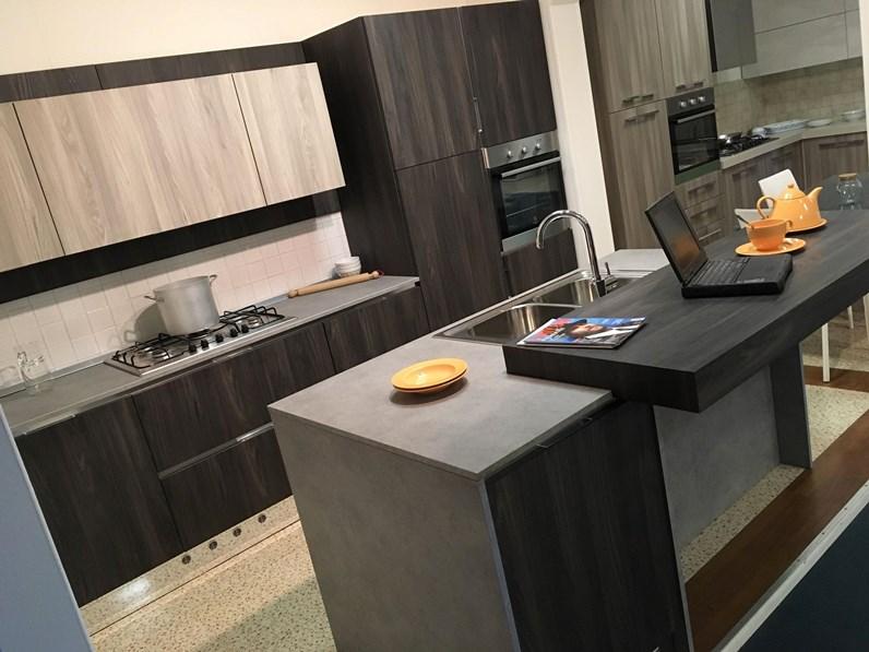 OFFERTA CUCINE STORE ASTRA AFRO Cucina con isola e banco colazione ...