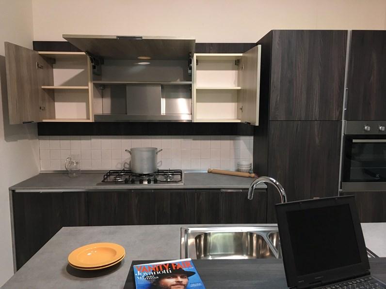 Offerta cucine store astra afro cucina con isola e banco for Outlet cucine lazio