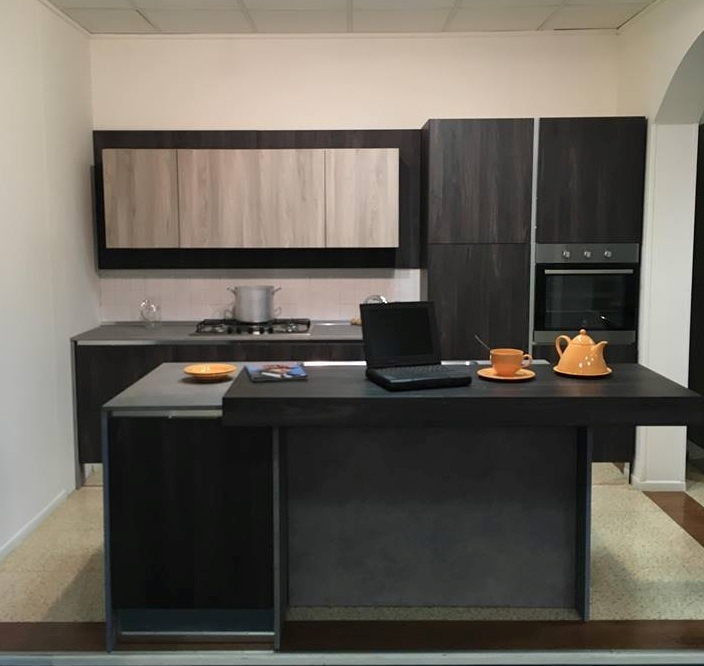 Offerta cucine store afro cucina con isola e banco for Cucina online shop