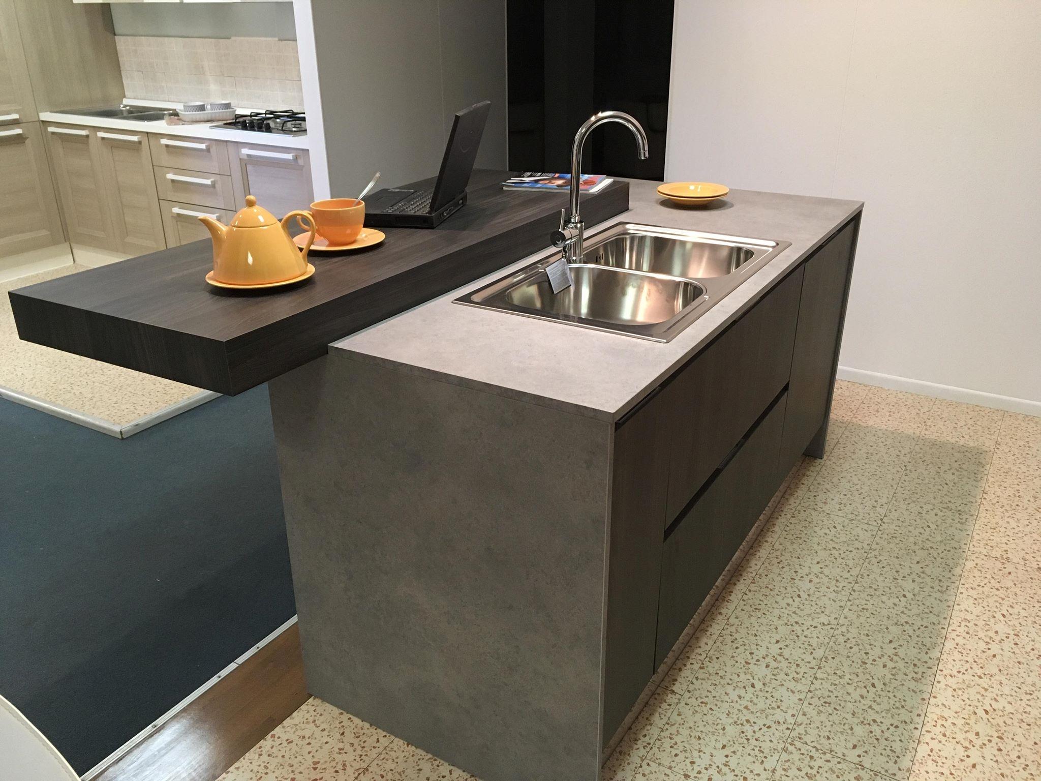 Offerta cucine store afro cucina con isola e banco colazione cucine store modello afro cucine - Banco colazione cucina ...