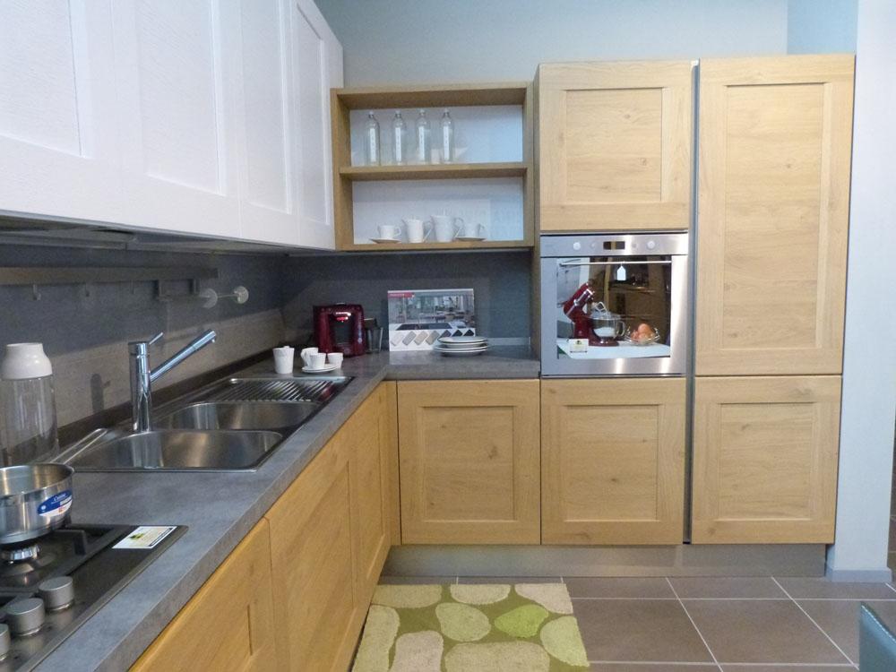 Offerta cucina Dialogo di Veneta cucina in legno massello rovere naturale - Cucine a prezzi scontati