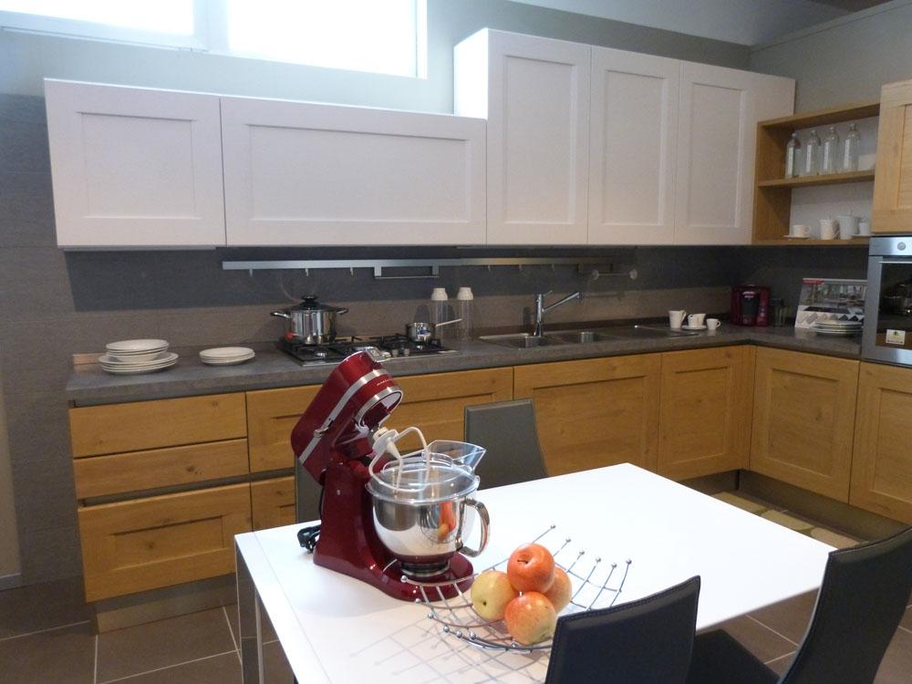 Offerta cucina dialogo di veneta cucina in legno massello rovere naturale cucine a prezzi scontati - Listino prezzi veneta cucine ...