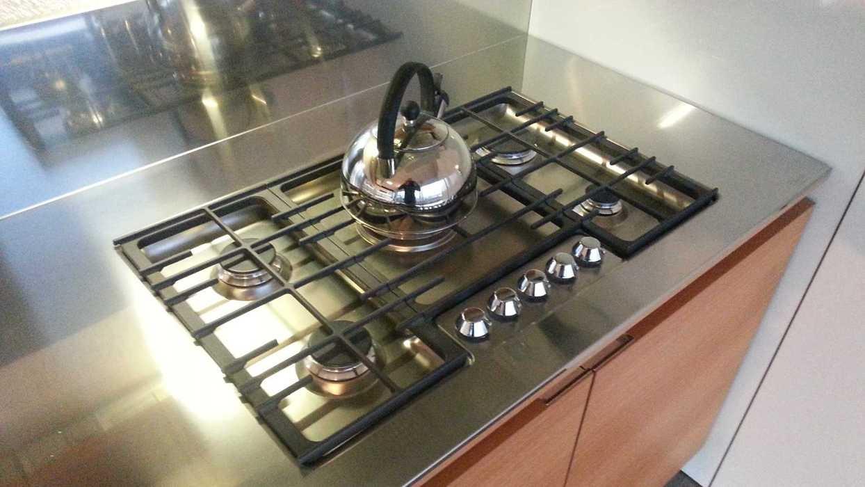 Piani in acciaio per cucine piano cucina laminato hpl - Piano cucina acciaio ...