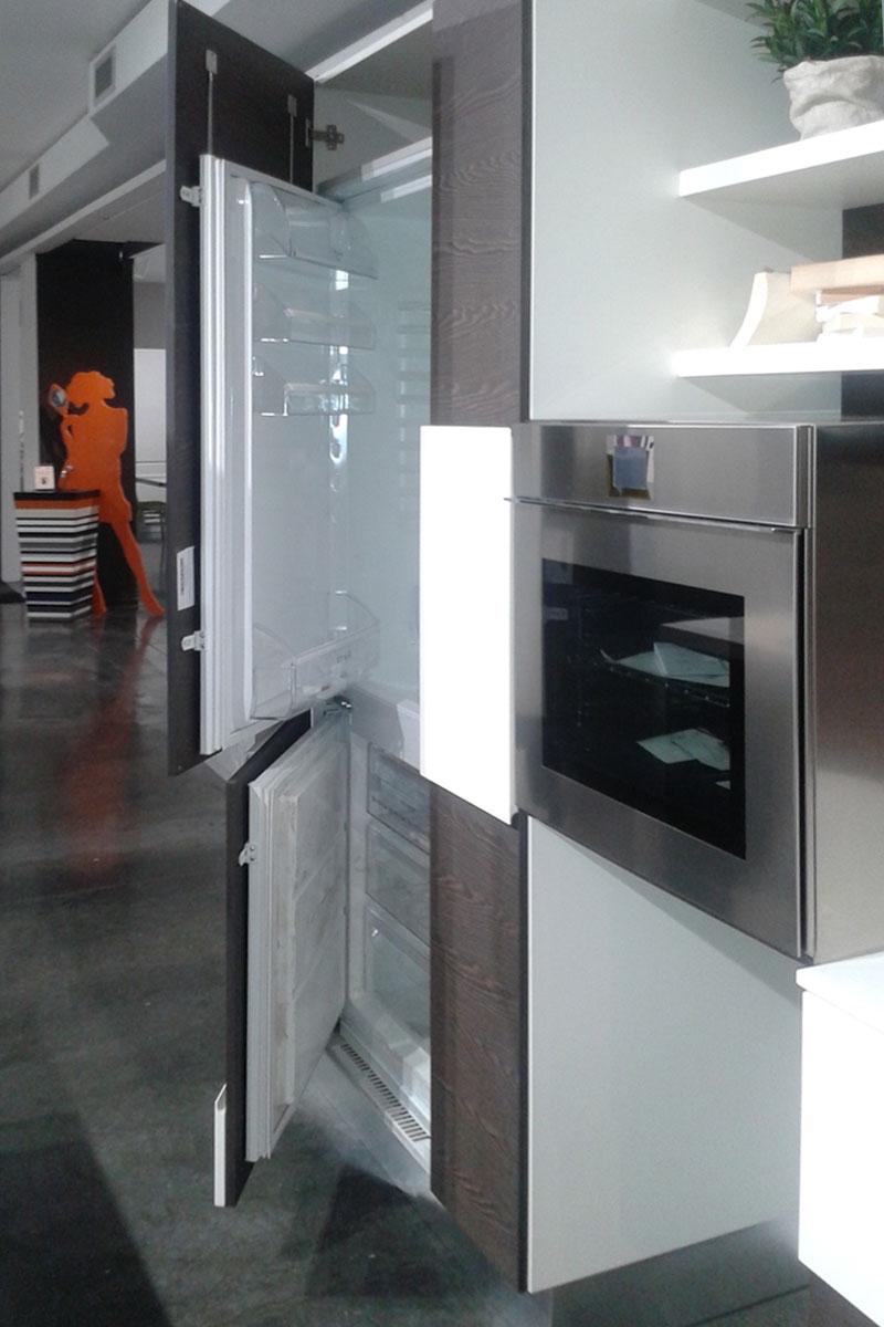 Offerta cucina lube creativa in impiallacciato carruba e laccato bianco cucine a prezzi scontati - Cucina laccato bianco ...