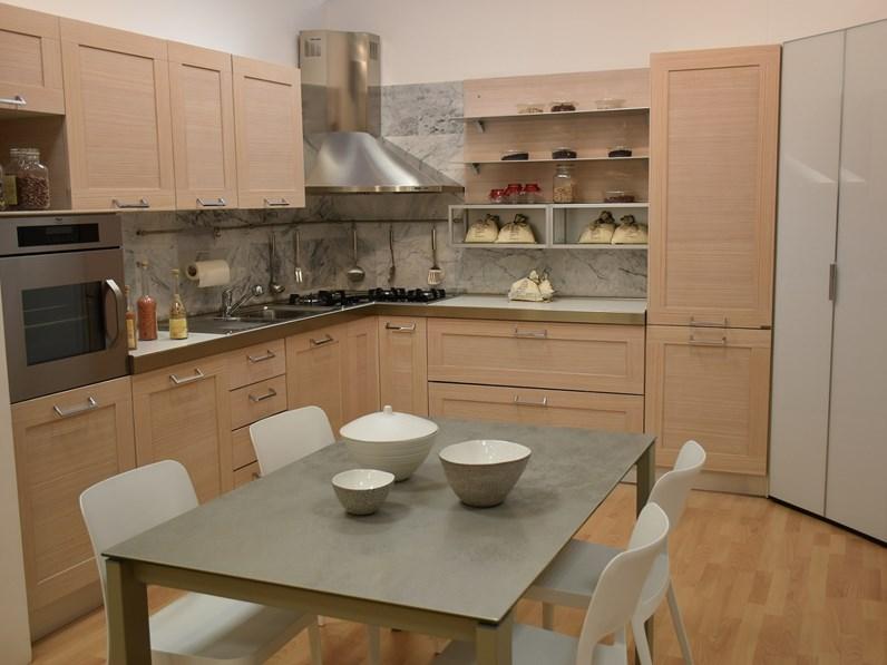 Offerta cucina modello Donna in larice naturale misure 315 x 338.2
