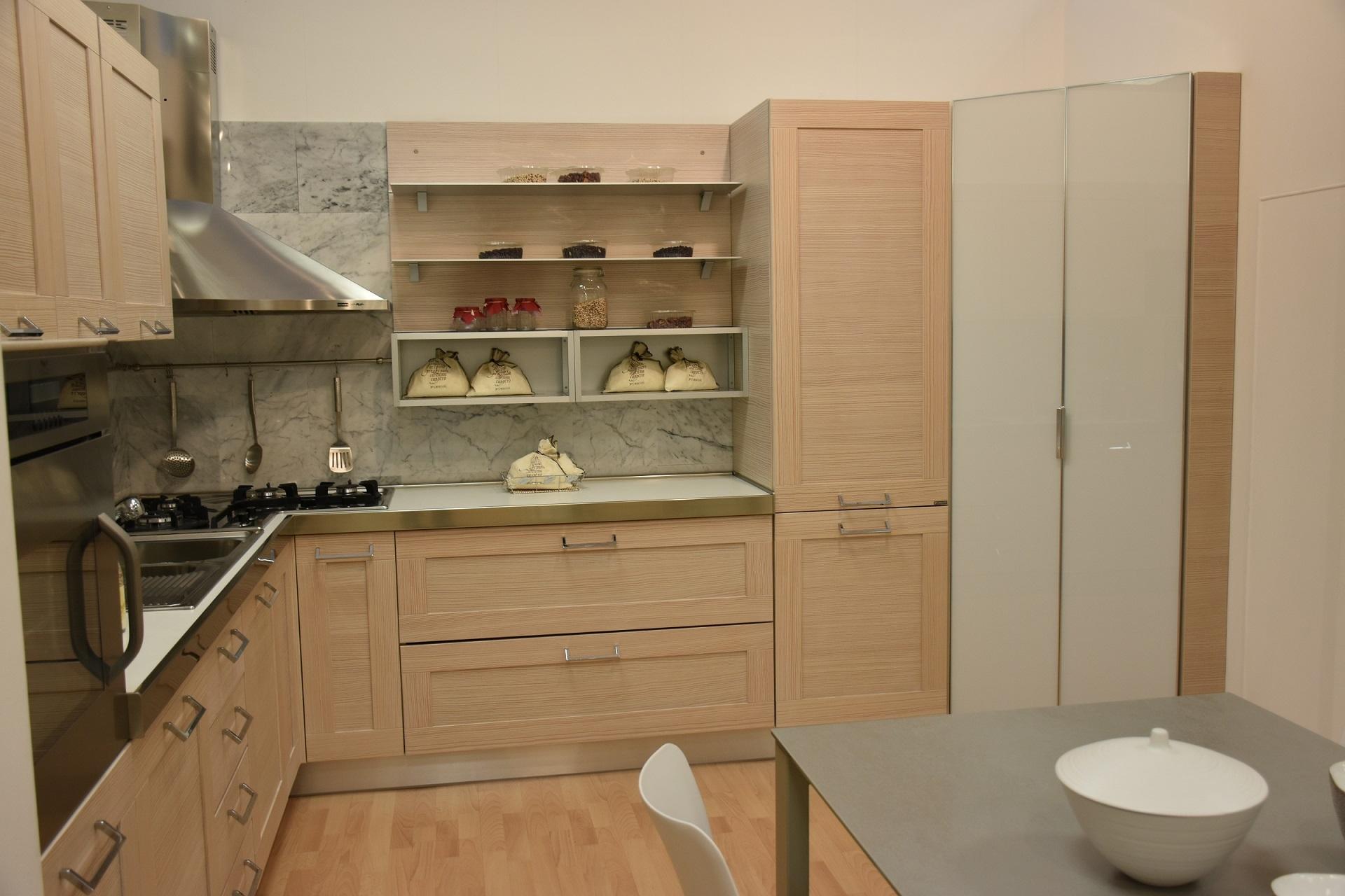 Offerta cucina modello Donna in larice naturale misure 315 x 338.2 ...