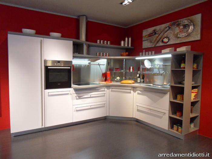 Cucina skyline di snaidero in prezzo affare cucine a for Cucine lineari prezzi