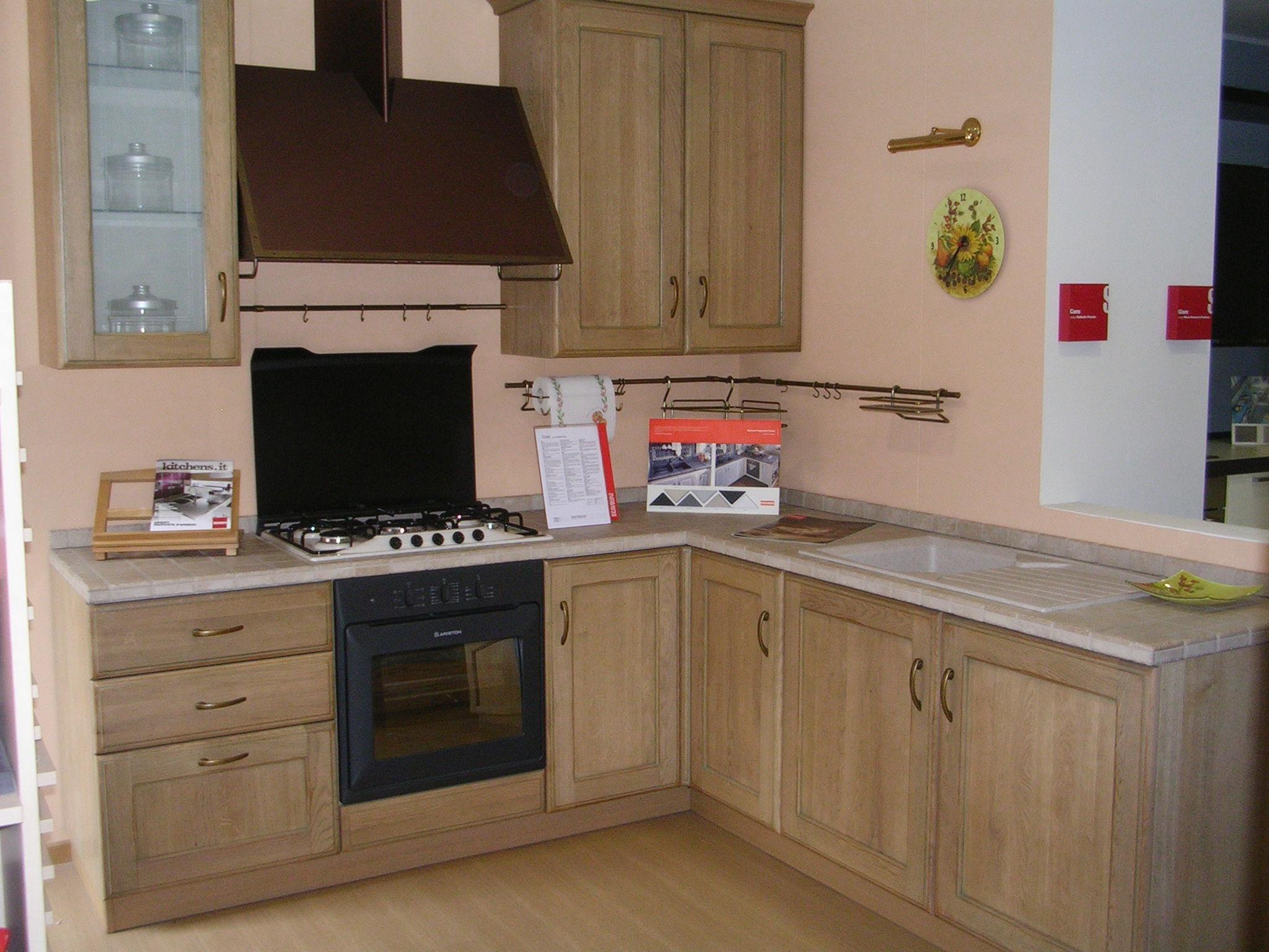 Cucina scavolini cora classica legno rovere chiaro cucine a prezzi scontati - Cucine in legno chiaro ...