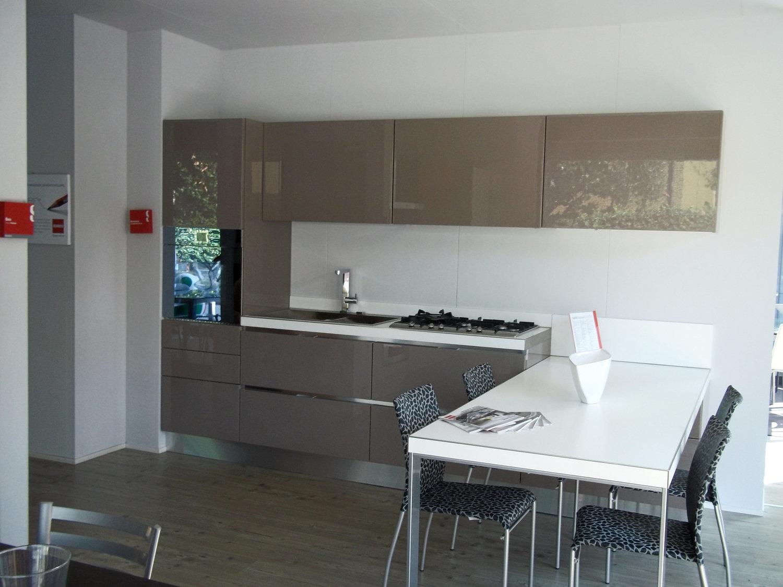 Vista dinsieme Cucina Scavolini Scenery con tavolo a penisola
