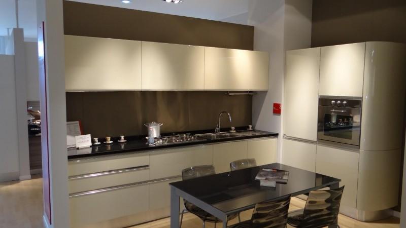 Cucina scavolini tess laccata lucido beige scontato del 50 cucine a prezzi scontati - Prezzi cucine scavolini moderne ...