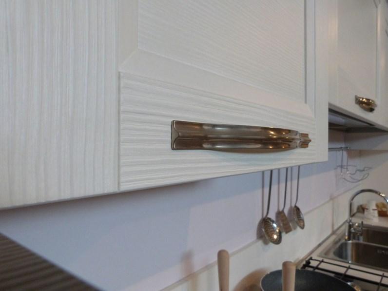 Offerta VENETA CUCINE modello VINTAGE in legno