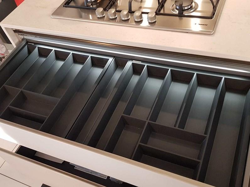 Outlet cucina arredo3 in vetro e laccato lucido modello glass e time con piano in dekton - Piano cucina in dekton ...