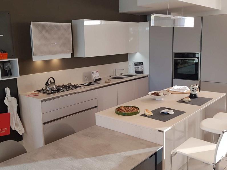 Outlet cucina arredo3 in vetro e laccato lucido modello for Cucine di design outlet