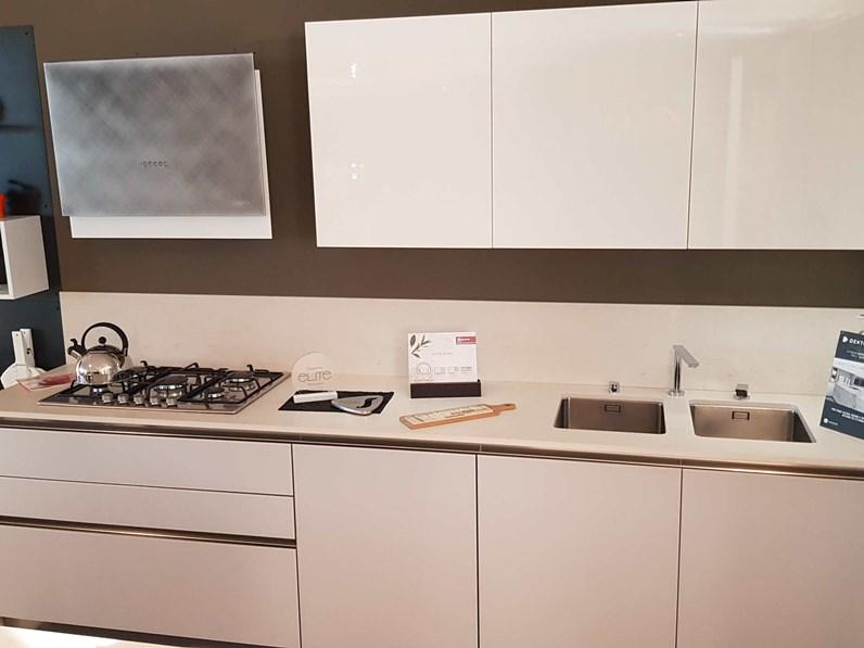 Cucine Arredamento Outlet.Outlet Cucina Arredo3 In Vetro E Laccato Lucido Modello Glass E Time Con Piano In Dekton