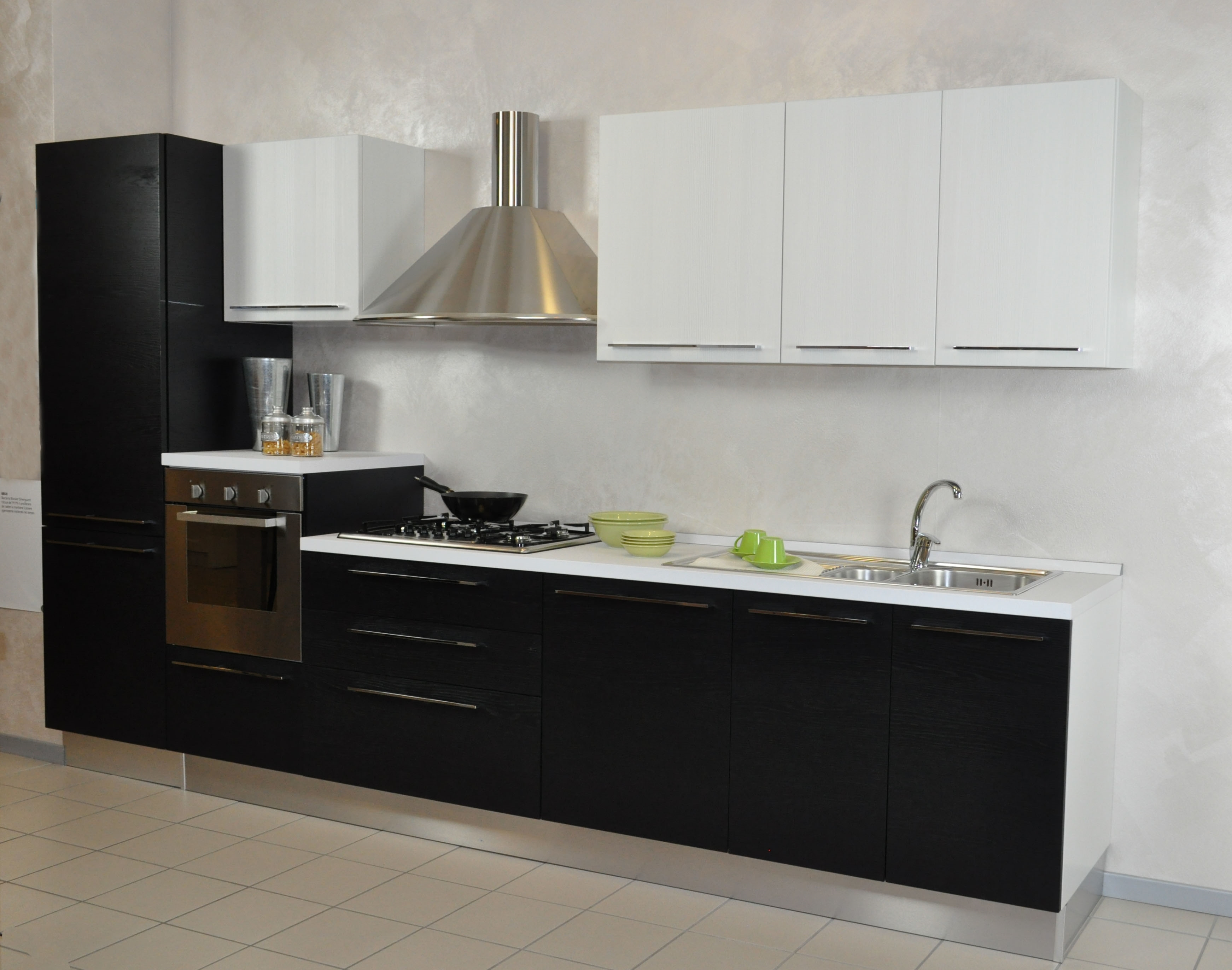 Cucina moderna lube nilde impiallacciata sconto del 47 for Top per cucine prezzi