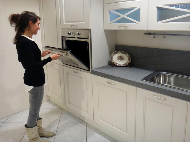 Cucina lube cucine agnese classica legno bianca for Cucine classiche lineari