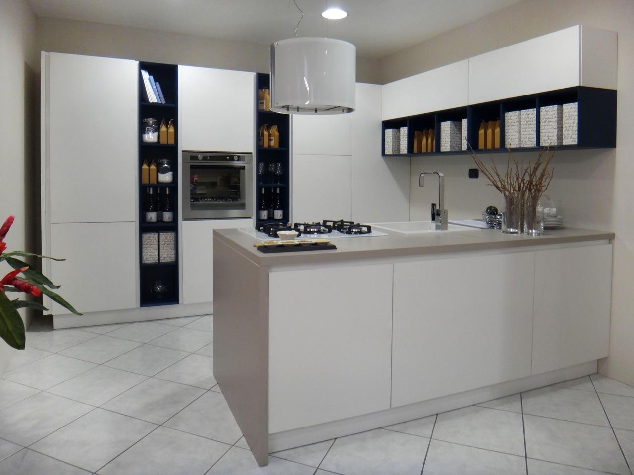 Cucina lube cucine essenza scontato del 50 cucine a for Costo isola cucina