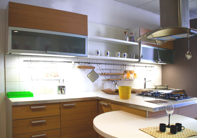 Salvarani cucina tender legno scontato del 70 cucine - Piastrelle cucina anni 70 ...