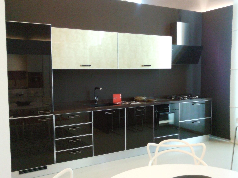 Scavolini crystal vetro nera cucine a prezzi scontati - Ante in vetro cucina ...