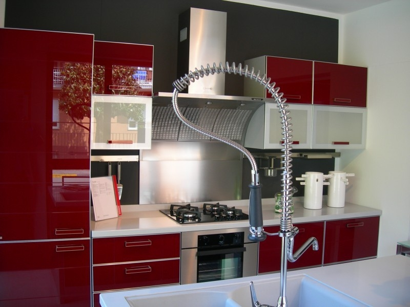 Cucina scavolini crystal moderna vetro cucine a prezzi for Cucine rosse moderne