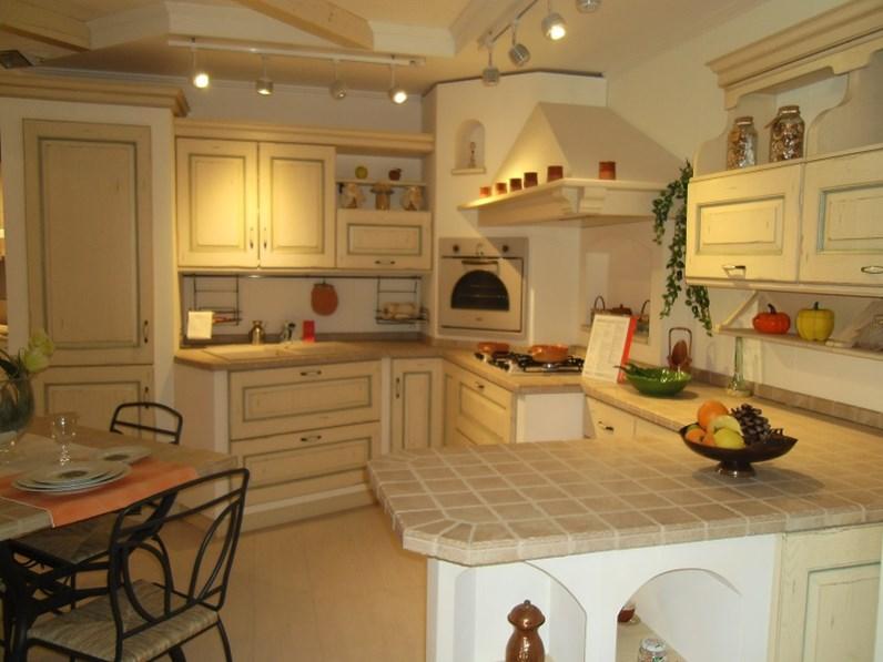Scavolini cucina belvedere country legno for Spaggiari arredamenti