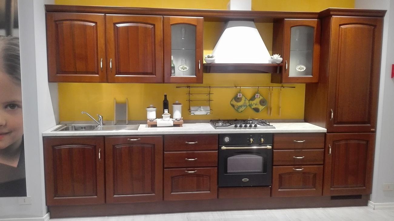 Cucina scavolini classica scontata del 54 cucine a prezzi scontati - Colore parete cucina noce ...