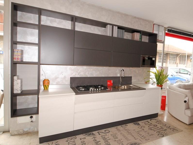 Cucine Bianco Grigio : Scavolini cucina motus con libreria laccata grigio e melaminico