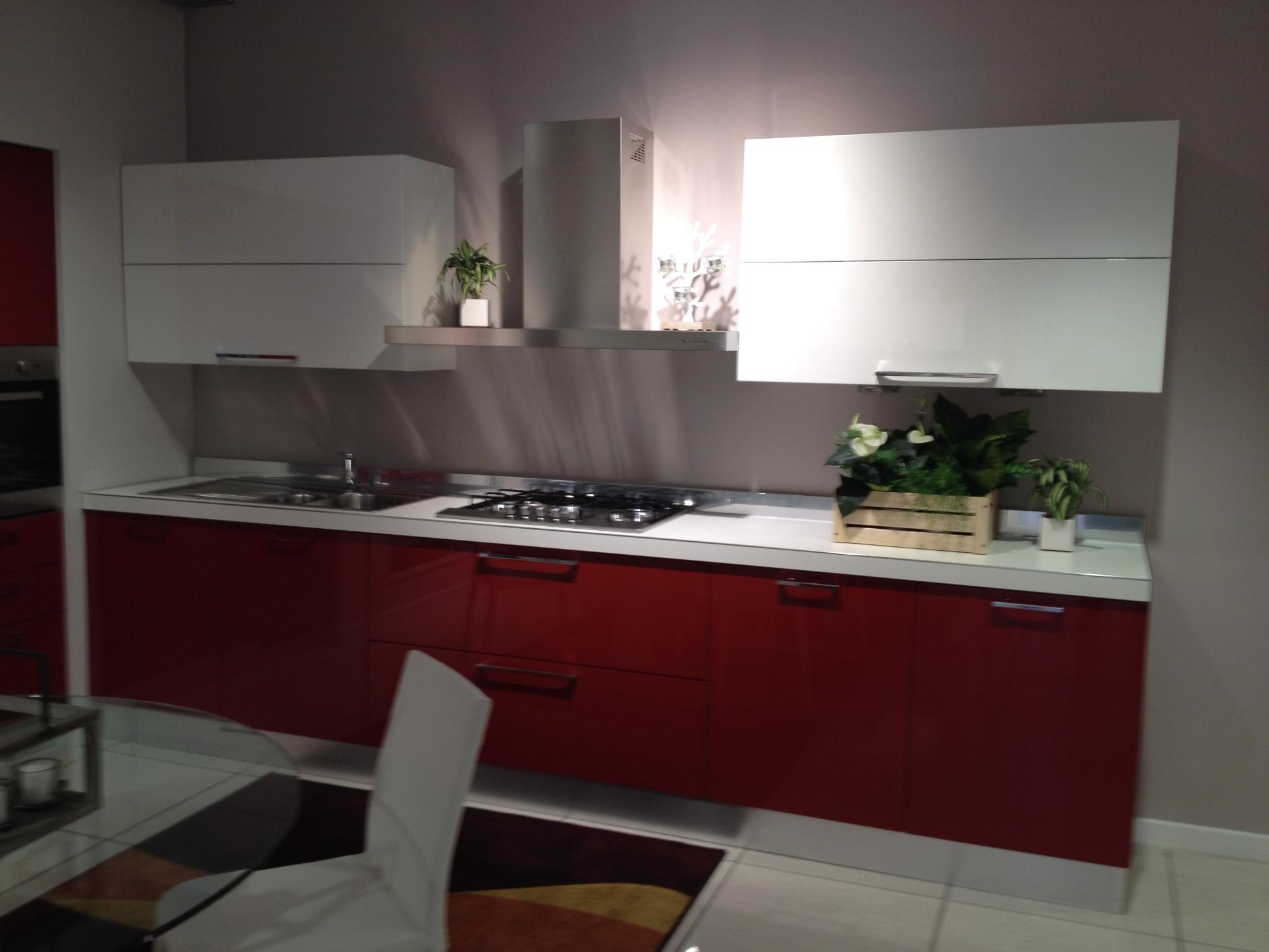 Scavolini cucina sax moderna laccato lucido rossa cucine a prezzi scontati - Cucina rossa e bianca ...