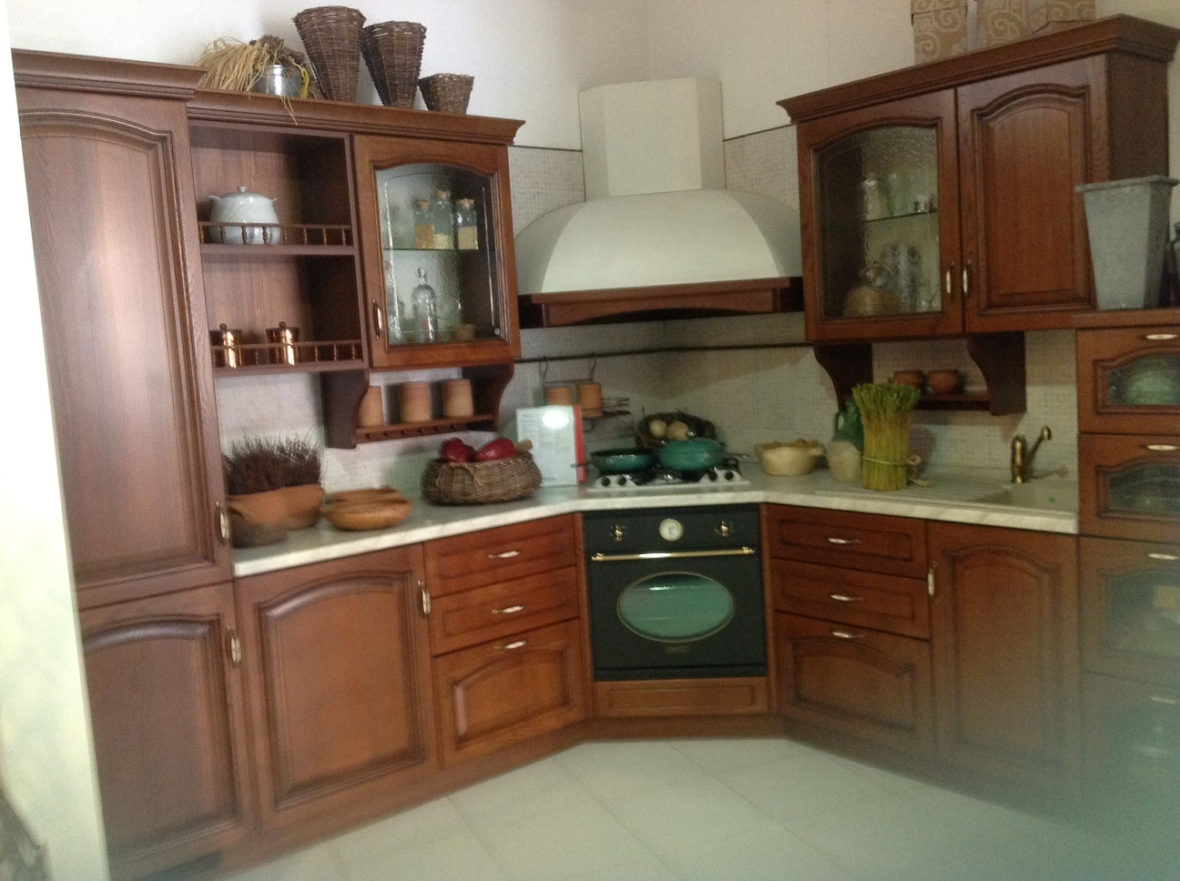 Cucina scavolini margot legno cucine a prezzi scontati for Idee arredo cucina classica