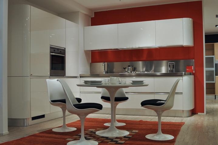 Cucina ad angolo scavolini tess sconto esposizione 55 for Cucine esposizione outlet