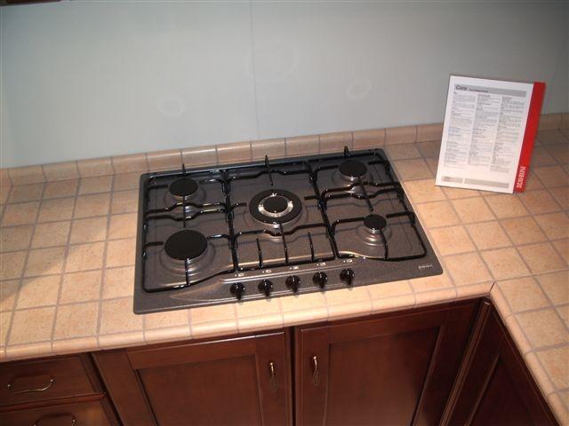 http://outletarredamento.it/img/cucine/scavolini-tradizionale-cora_O8.jpg