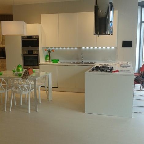 Schennery cucina scavolini nuova esposta laccata bianco - Cucina bianco opaco ...