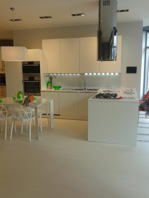 Schennery, cucina Scavolini, nuova esposta laccata bianco opaco,top quarzo. - Cucine a prezzi ...