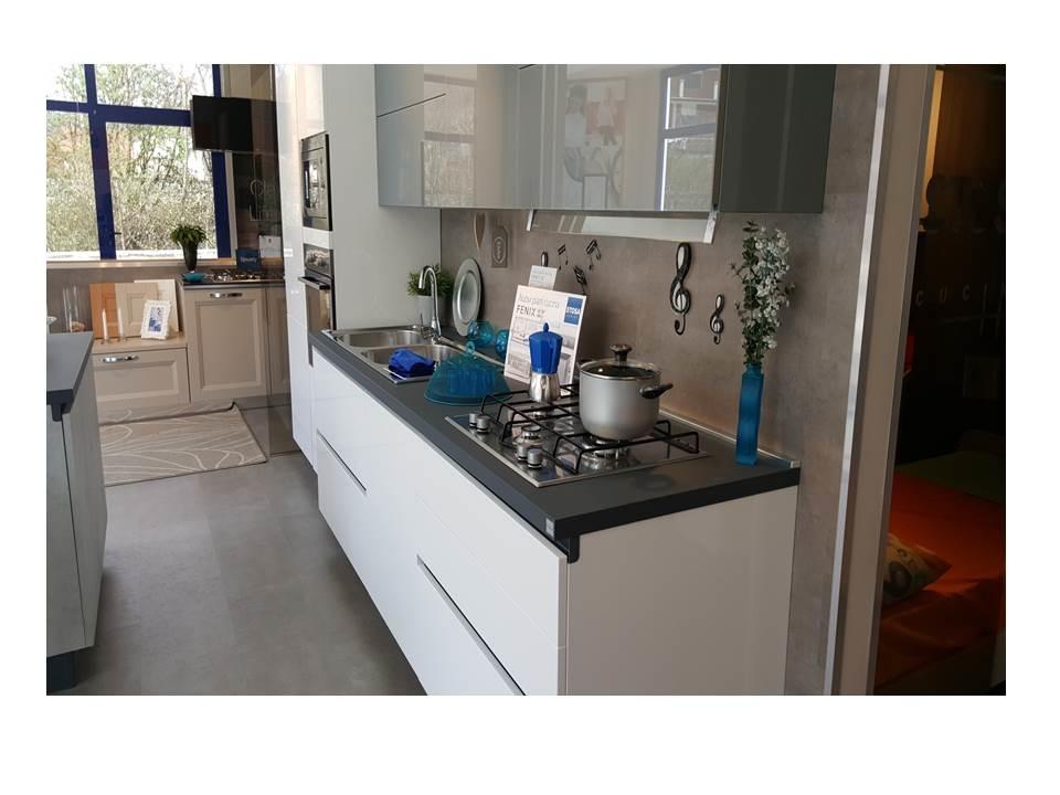 Cucina moderna bianca Stosa Cucine Alevè Aliant - Cucine a prezzi ...