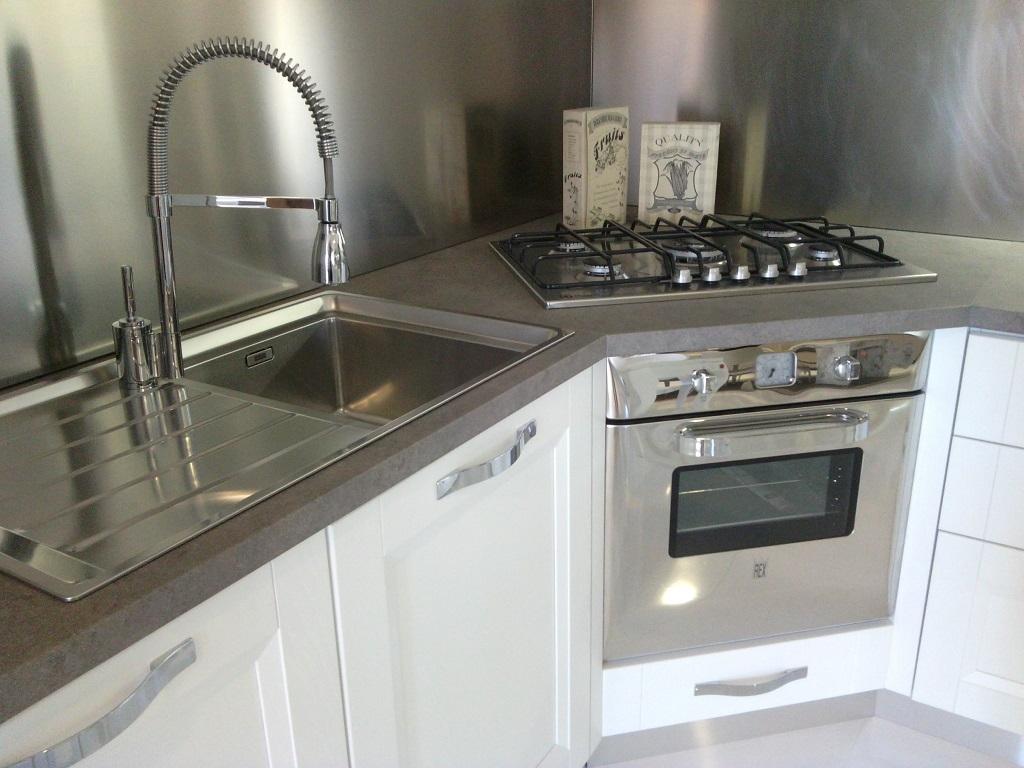 Stosa cucine cucina beverly provenzale legno bianca - Cucine con piano cottura ad angolo ...