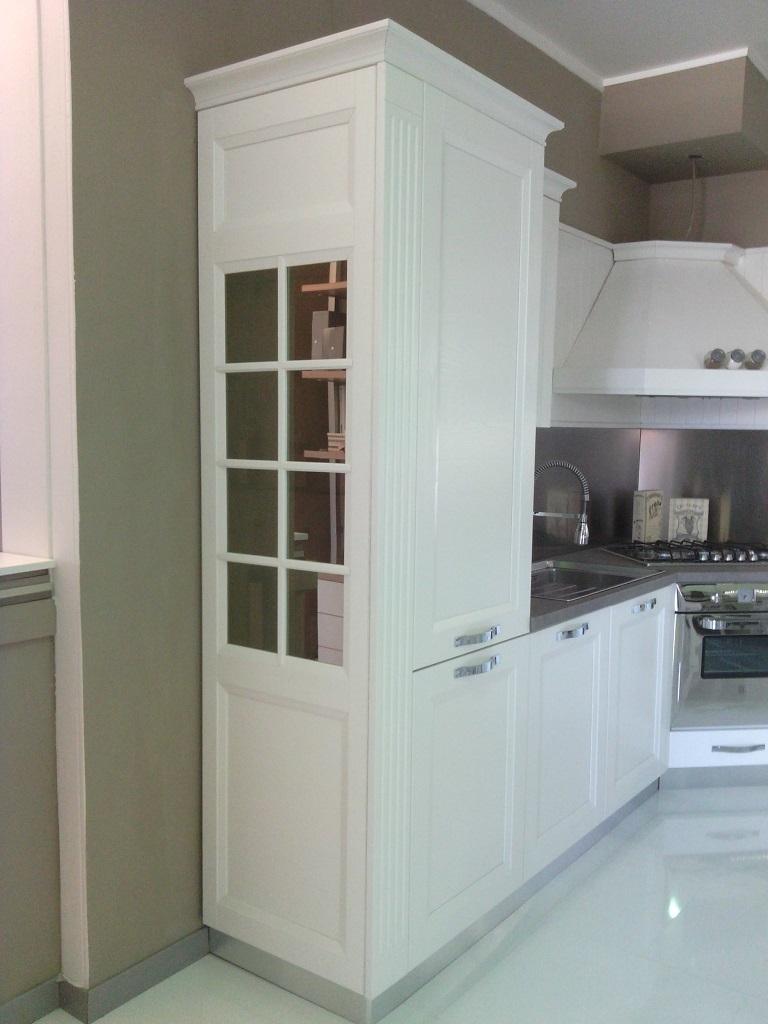 Vetrina a colonna bianca lucida - Cucina provenzale bianca ...