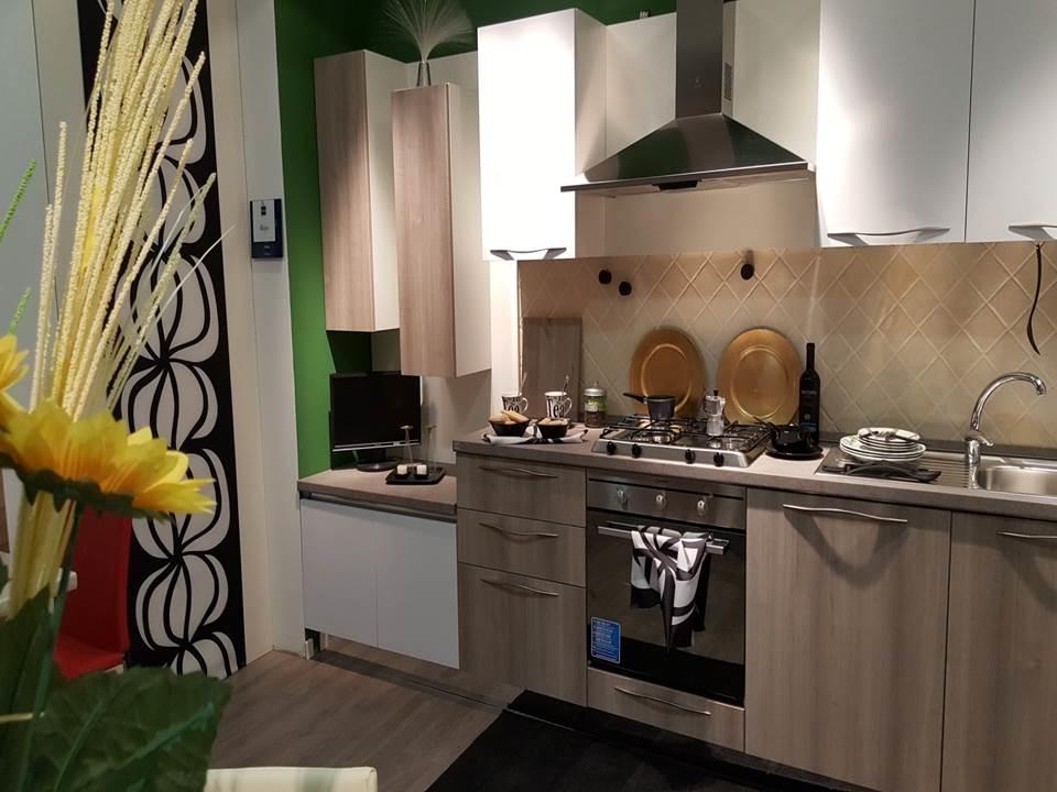 Cucina bianca stosa cucine maya a prezzo scontato cucine for Outlet cucine abruzzo