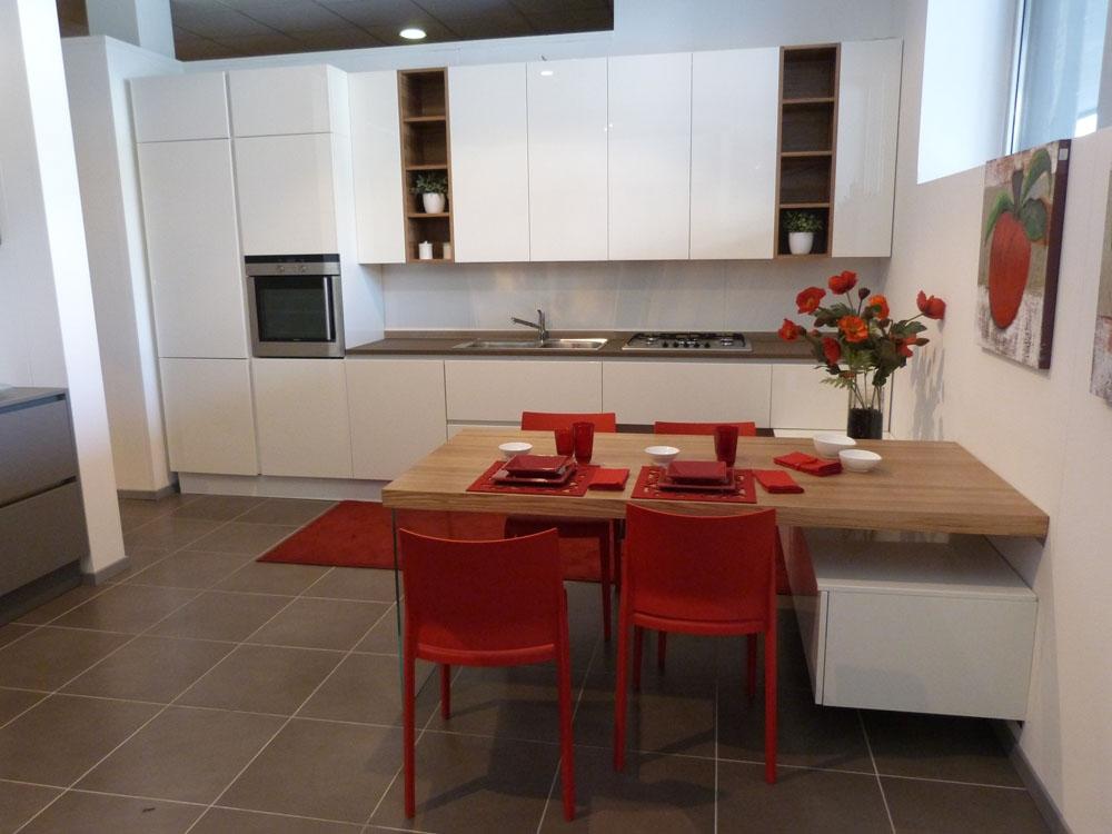 Svendita record cucine in laccato lucido con piano in - Piano cucina okite prezzi ...