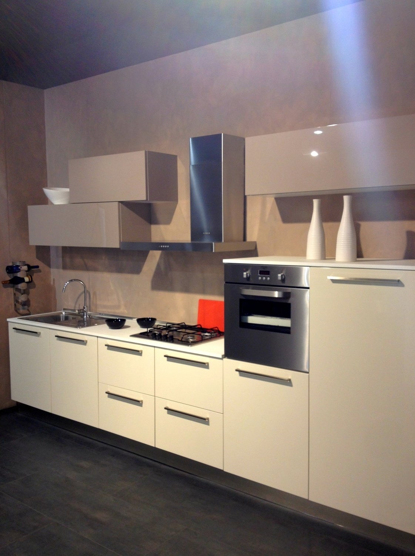 Cucine lube da esposizione idee per il design della casa - Cucine da esposizione ...
